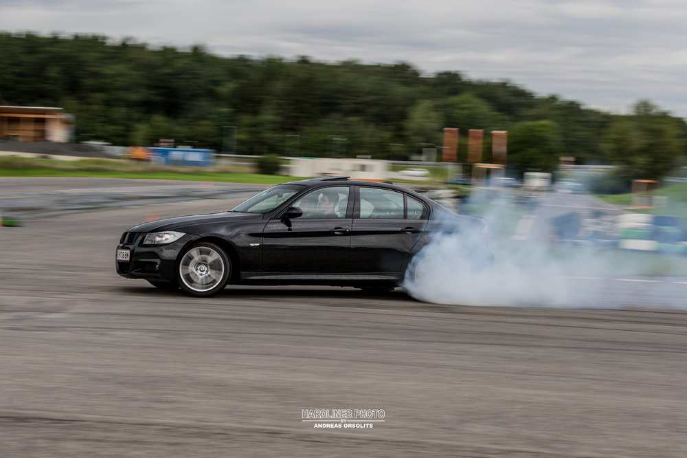 BMW_330d_smoke.jpg