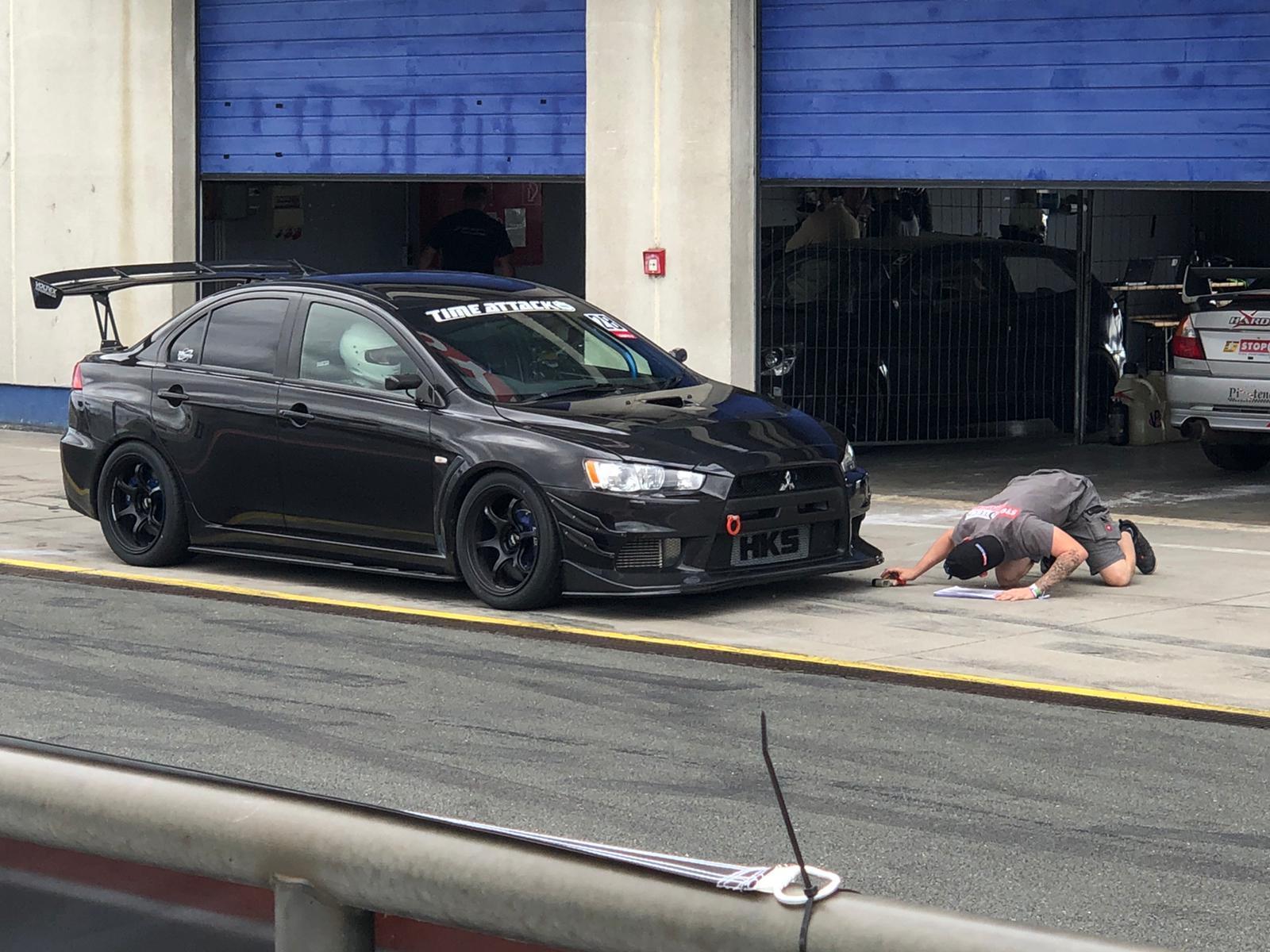 AHG Racing Support - Boxenstop - Reifentemperaturen messen